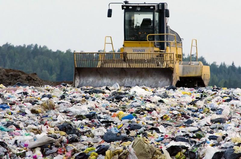 Un artículo de Público destaca los problemas de España con la gestión de sus residuos